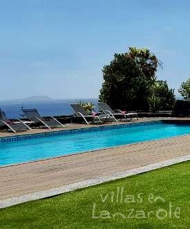Zona exterior piscina Villa Abaego 275x332